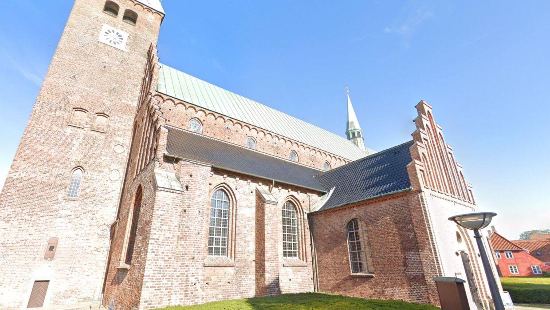 Det var kirkeklokkerne i Sct. Olai Kirke, der begyndte at ringe natten til torsdag.