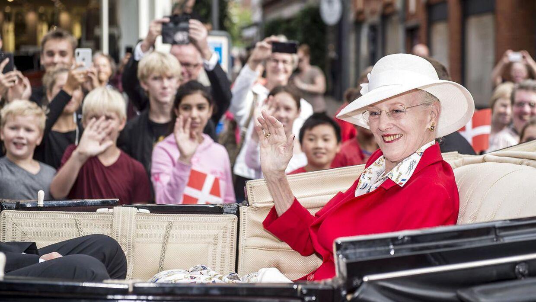 Dronning Margrethe i Svendborg under sit sommertogt i 2018. Intet tyder på, at den danske dronning abdicerer foreløbig.