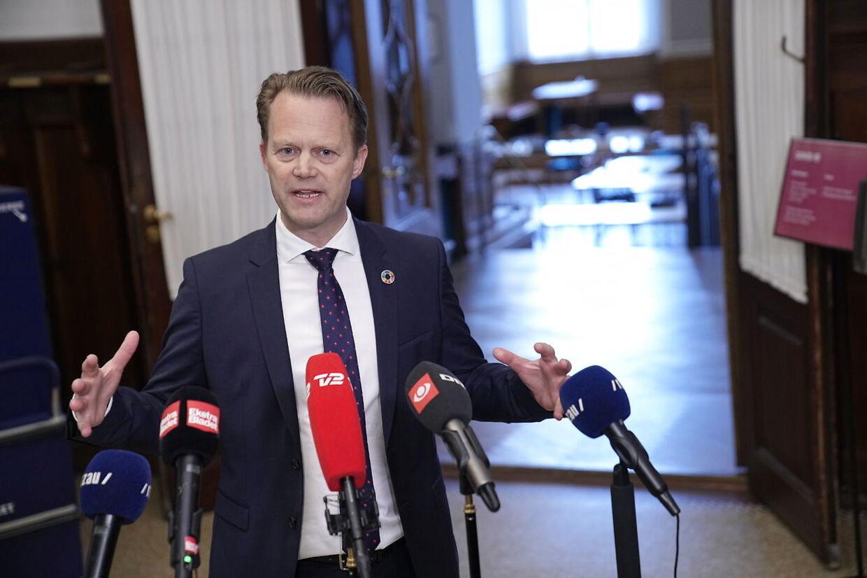 Det Udenrigspolitiske Nævn holder møde om blandt andet situationen i og omkring lejrene i det nordøstlige Syrien, i Fællessalen på Christiansborg, onsdag den 7. april 2021. Fra regeringen deltager udenrigsminister Jeppe Kofod (S) og forsvarsminister Trine Bramsen (S).