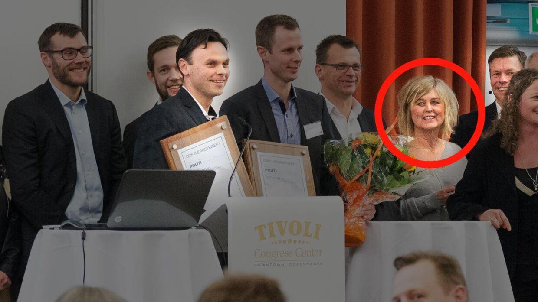 Bettina Jensen (rød ring) modtager Driftsherreprisen i Tivoli Congress Center. Også Coor-direktørerne Claus Fibiger (næstyderst til venstre) og Jørgen Utzon (bag Bettina Jensen) modtager prisen.