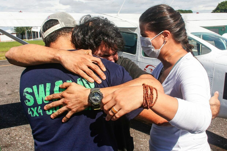 Der er kram til piloten Antonio Sena (i midten).