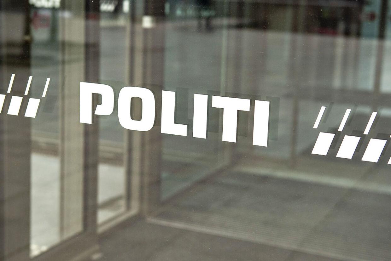 (ARKIV) Nordjyllands Politi, politigården i Aalborg , 25. april 2019. Omkring 10.000 retssager, der går syv år tilbage, skal trevles igennem, fordi der er blevet fundet en fejl i det system, politiet bruger til at behandle og rense data fra teleselskaberne. Det kan betyde, at uskyldige er blevet dømt eller have forhindret opklaring af sager, siger chefpolitiinspektør i Rigspolitiet, Torben Mølgaard Jensen. Det skriver Ritzau, tirsdag den 18. juni 2019.. (Foto: Henning Bagger/Ritzau Scanpix)
