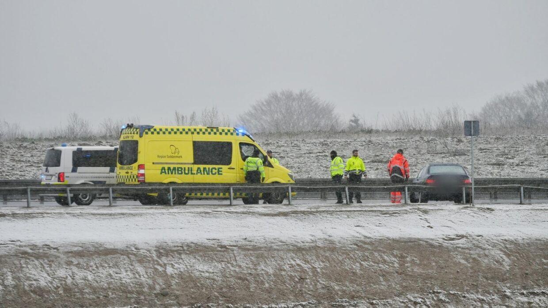 Både ambulance og politi måtte rykke ud til en ulykke på den fynske motorvej. Foto: Presse-fotos.dk