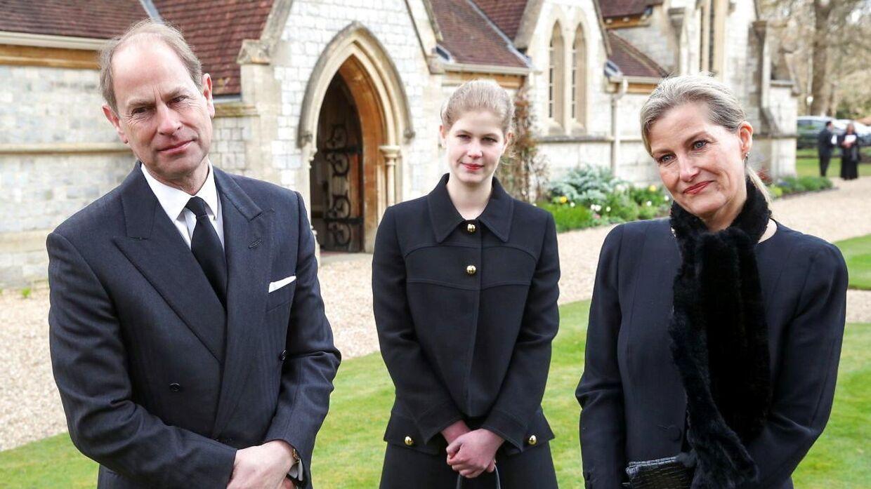 Prins Edward, grevinde Sophie og deres datter lady Louise efter søndagens gudstjeneste.