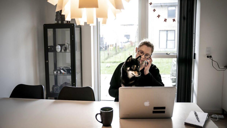 Der kan være flere udfordringer ved at arbejde hjemme i form af børn og måske kæledyr, der kræver lidt ekstra opmærksomhed.
