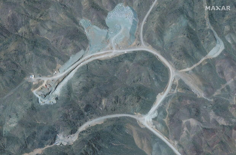 Det avancerede anlæg til at berige uran 250 km syd for den iranske hovedstad Teheran gik i weekenden helt i sort, da en strømafbrydelse indtraf. Iran beskylder ærkefjenden Israel for at stå bag.