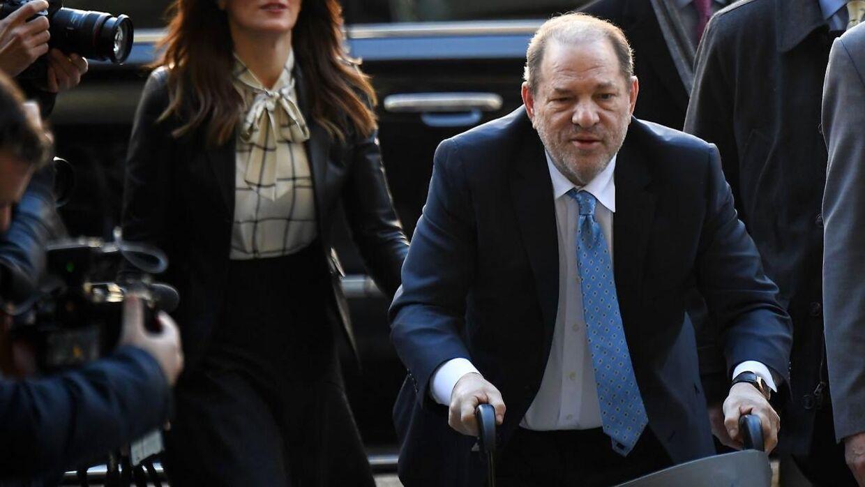 Arkivfoto af Harvey Weinstein på vej til retten tilbage i februar 2020.