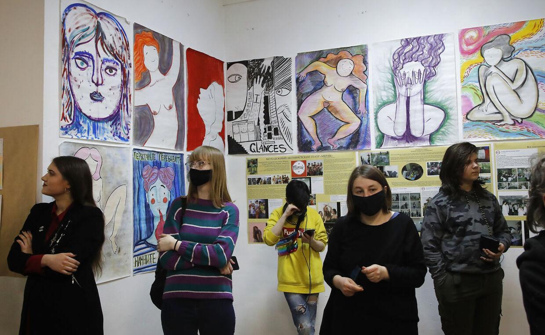 Her Yulia Tsvetkovas værker udstillet i St. Petersburg i april.