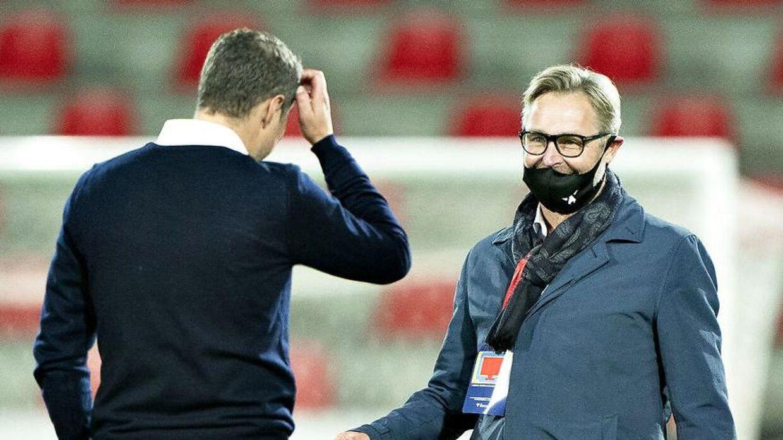 Claus Steinlein har haft Brian Priske oppe på sit kontor for at lave en ny kontrakt.