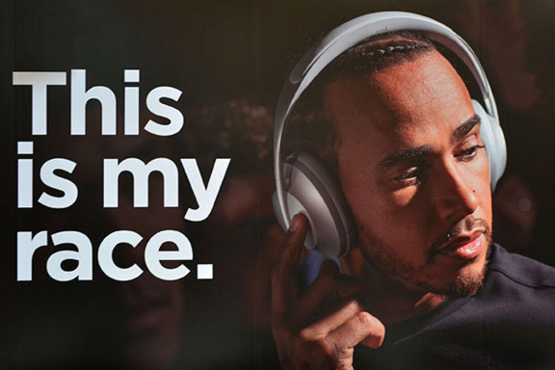 Lewis Hamilton arbejder også sammen med hifi-producenten Bose.