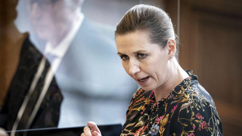 Statsminister Mette Frederiksen (S) under møde i Folketingssalen, som indledes med en udvidet partilederdebat, på Christiansborg tirsdag den 13. april 2021. Her forklarede statsministeren at hun ikke umiddelbart kan love, at restriktionerne fjernes i takt med at pandemien kommer under kontrol.