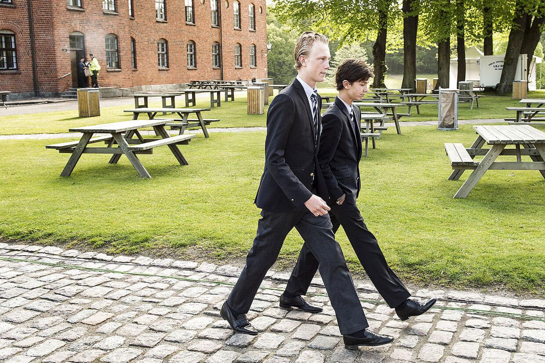 Así era cuando el príncipe Nikolai (derecha) fue a la escuela hace unos años.