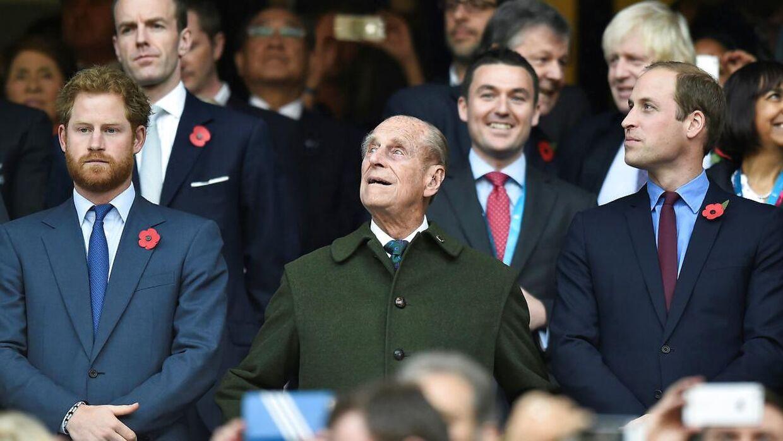 Mens prins Harry til begravelsen forventes at møde op i civil, så vil prins William formentlig havde sin militæruniform på.