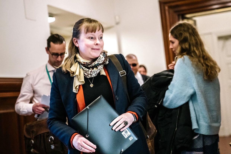 Kulturminister Joy Mogensen (S) ankommer til samråd om udendørs sportsbegivenheder på Christiansborg onsdag den 14. april 2021