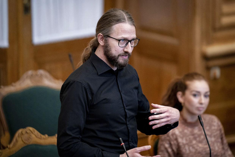 Radikales Stinus Lindgren vil også høre statsministeren sige, at restriktionerne bortfalder, når danskerne er vaccinerede.