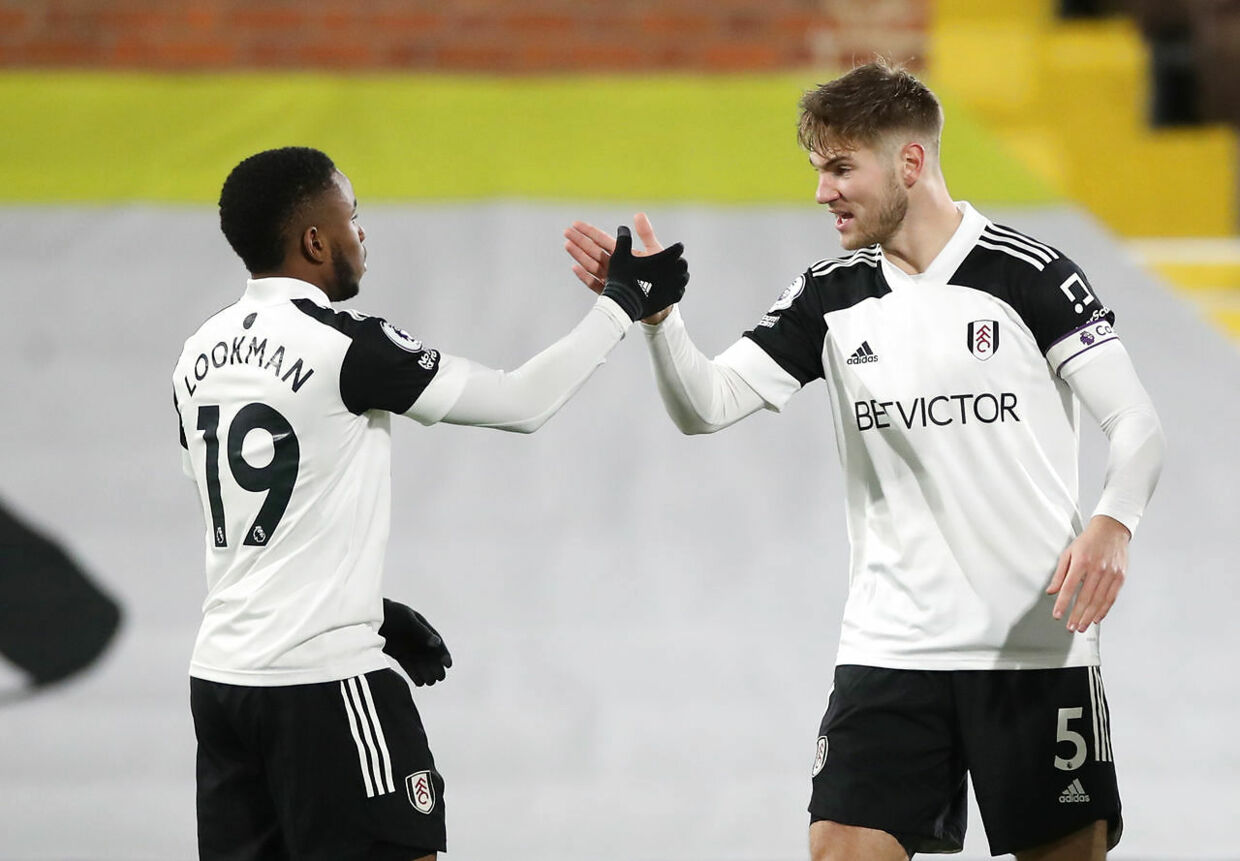 Soccer Football - Premier League - Fulham v Manchester United - Craven Cottage, London, Britain - January 20, 2021 Fulham's Ademola Lookman celebrates scoring their first goal with Joachim Andersen Pool via REUTERS/Peter Cziborra EDITORIAL USE ONLY.No use with unauthorized audio, video, data, fixture lists, club/league logos or 'live' services. Online in-match use limited to 75 images, no video emulation.No use in betting, games or single club /league/player publications. Please contact your account representative for further details.