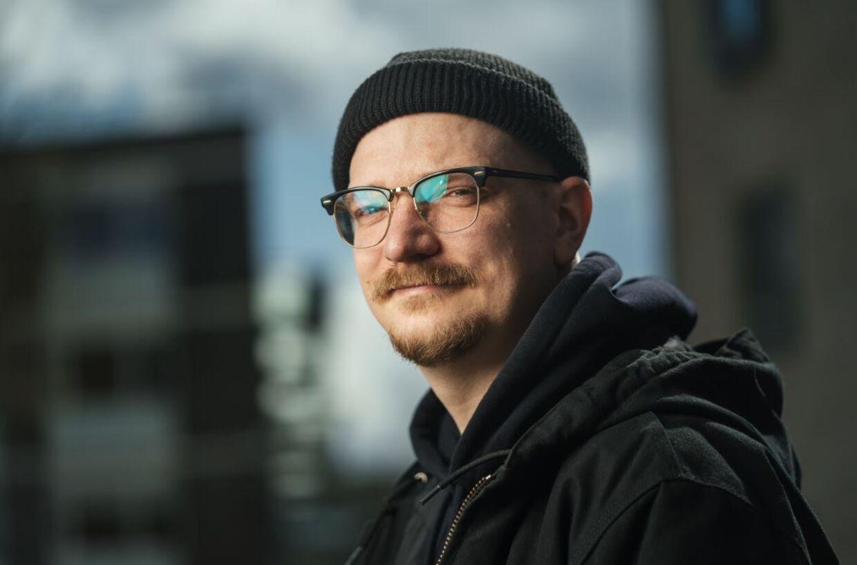 Sune Bjørn Kuhberg investerer mere end halvdelen af sin udbetalte løn hver måned.