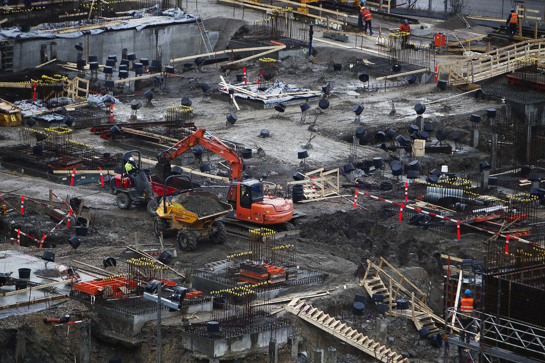 RB Flere østeuropæere melder sig ind i fagforeningerne ARKIVFOTOS... RB Plus: Regioner vil ruste ledige til byggeboom. ARKIVFOTO: Det nye forbrændingsanlæg i København. Lige nu er det bare en stor byggeplads, men i 2017 står der en enorm bygning som bl.a. skal indholde forbrænding og kunstig skibakke. (Foto: Kasper Palsnov/Scanpix 2014)