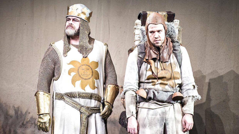 Medvirkende i 'Spamalot' er blandt andre Stig Rossen og Thomas Warberg. Her ses Warberg med rygsækken. (Foto: Ida Guldbæk Arentsen/Scanpix 2017)
