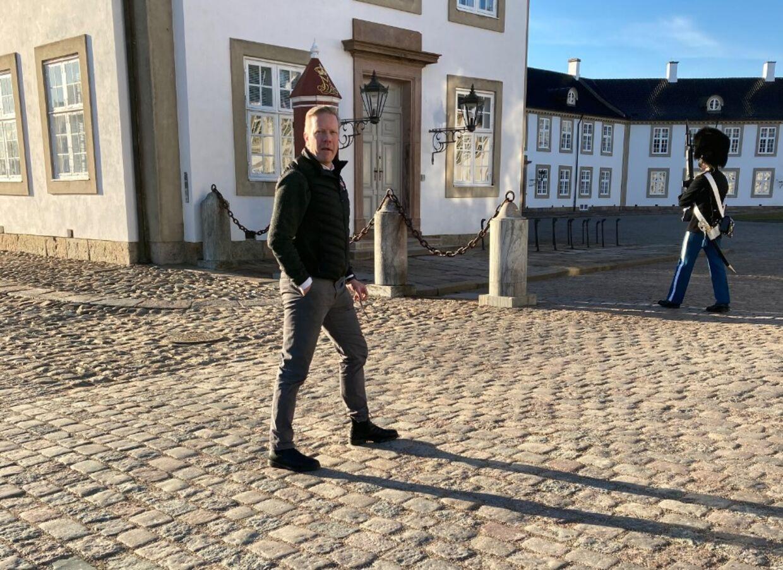 Her er Klaus Eisenhardt på besøg på Fredensborg Slot.