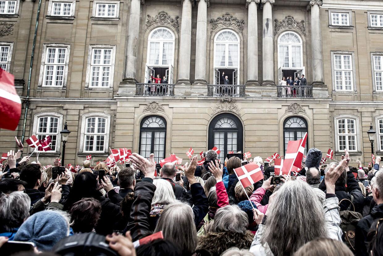 Dronning Margrethe hyldes her af danskerne på sin 78-års fødselsdag på Amalienborg Slotsplads i København, mandag 16. april 2018.