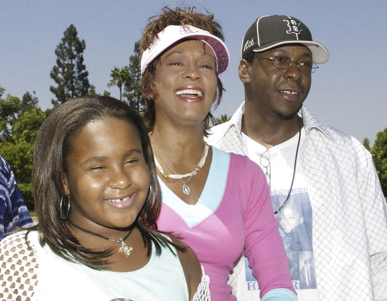 Bobbi Kristina Brown voksede op som barn af misbrugere. Hun var desuden flere gange vidne til, at hendes far, Bobby Brown, slog hendes mor.