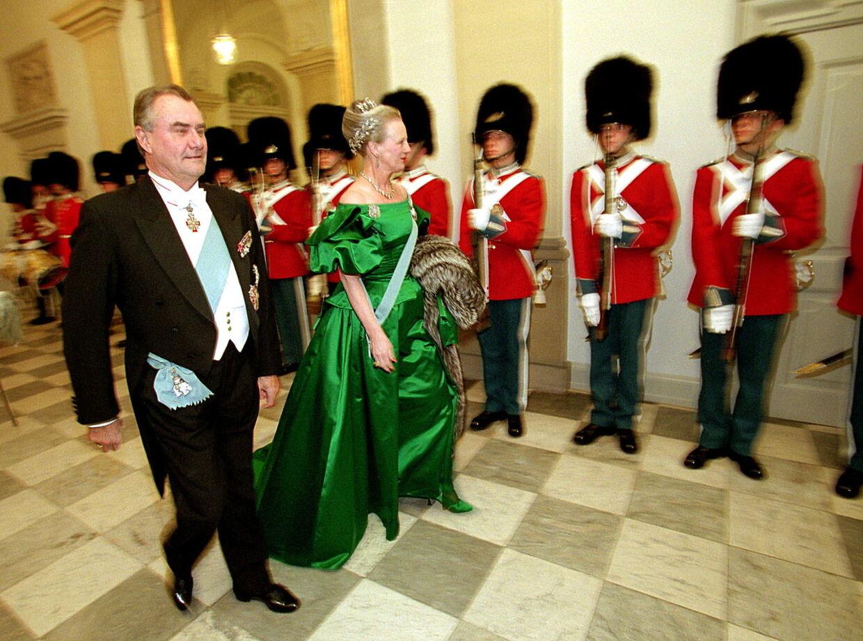 Prins Henrik og dronning Margrethe til hofbal i 1998.