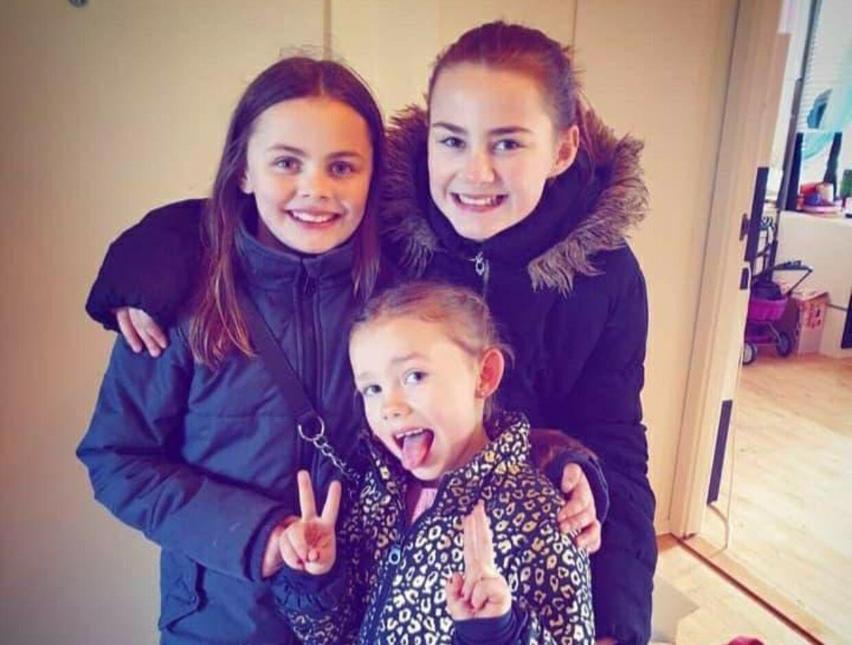 Jannies tre døtre – Alicia, Jasmina og Olivia – der alle er blevet truet med kniv af den 11-årige.