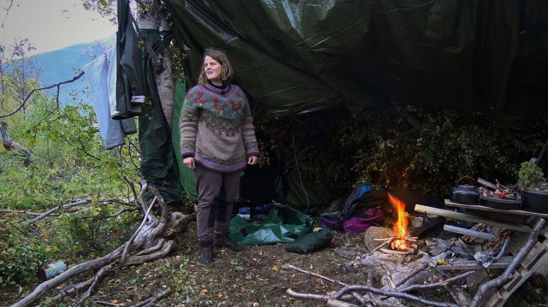 Camilla og partneren Martha har lavet et lille hjem i vildmarken.