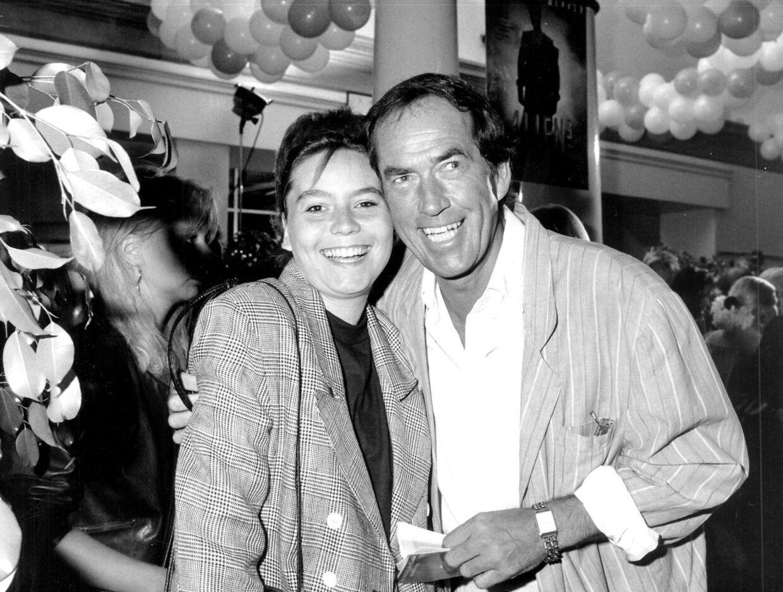 Smil til fotografen. Poul Glargaard havde tit sin datter med til arrangementer. Oftest for at han kunne få nogle fordele ud af det.