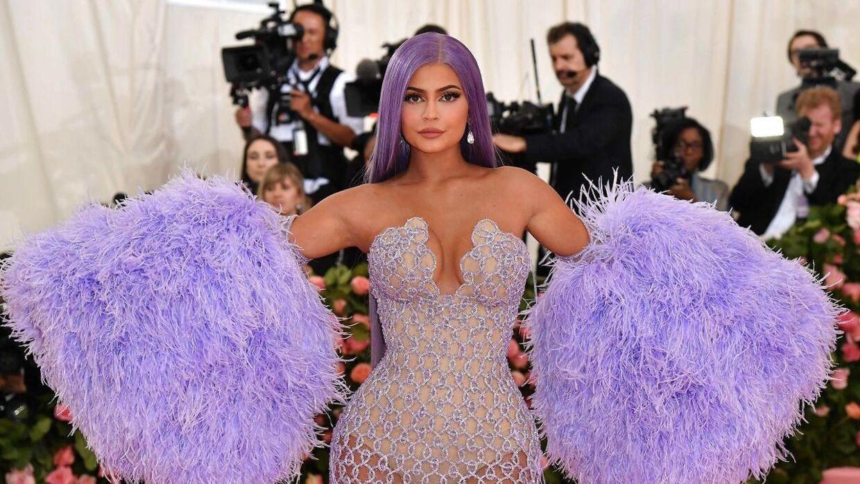 Kylie Jenner har imponeret alle med sin evner på de sociale medier, hvorigennem hun blandt andet har solgt sit make up.