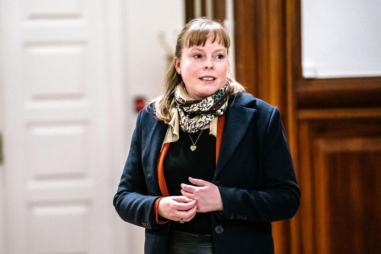 Kulturminister Joy Mogensen (S) ankommer til samråd om udendørs sportsbegivenheder på Christiansborg onsdag den 14. april 2021. (Foto: Emil Helms/Ritzau Scanpix)