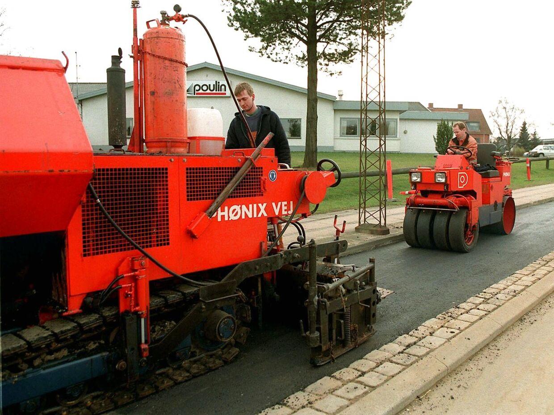 Arkiv: Phønix Contractors i færd med at lægge asfalt på Sdr. Ringvej i Kolding.