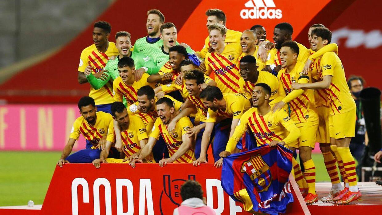 FC Barcelona-spillerne fejrer pokaltitlen.