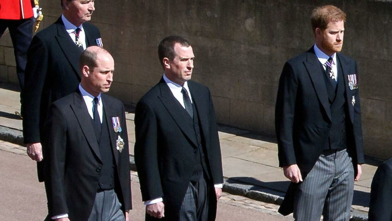 Op til mødet efter begravelsen holdt de to prinser afstand og talte ikke sammen.