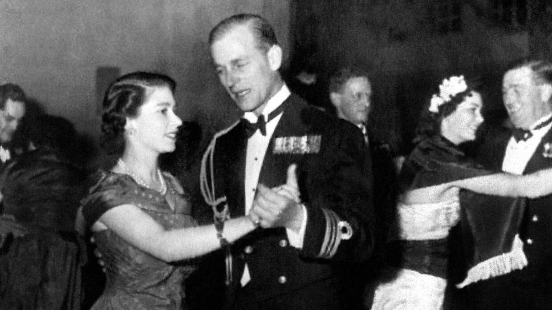 Her danser parret samba på Malta i december 1950 – det var dog ikke dette billede, dronningen havde i sin taske.