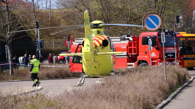 Lægehelikopteren er ankommet til stationen. Foto: Presse-fotos.dk