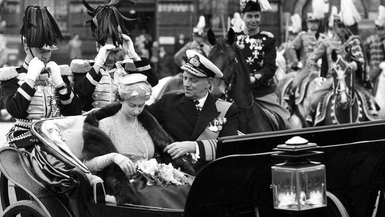 Фредерик IX хорошо позаботился о королеве Англии, когда она посетила Данию в 1957 году.