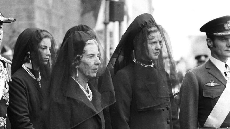 Как и королева Елизавета, королева Маргрет потеряла отца в раннем возрасте, после чего ей пришлось занять трон.