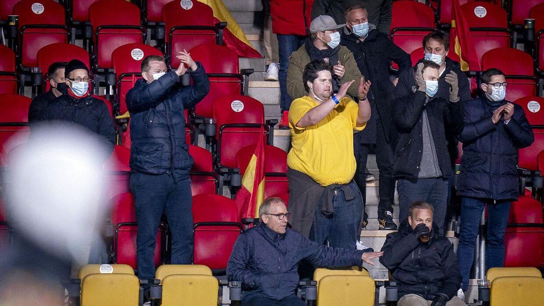 Disse Brøndby-fans begyndte højlydt at synge for deres hold mod slutningen af opgøret mod FC Nordsjælland.