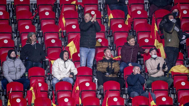 Disse fans sang Brøndby-sange mod slutningen af kampen mod FC Nordsjælland.