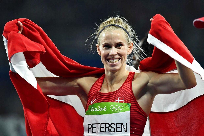 Sara Slott Madsen har ytret, at hun meget gerne så, at atleterne kom frem i vaccinekøen.