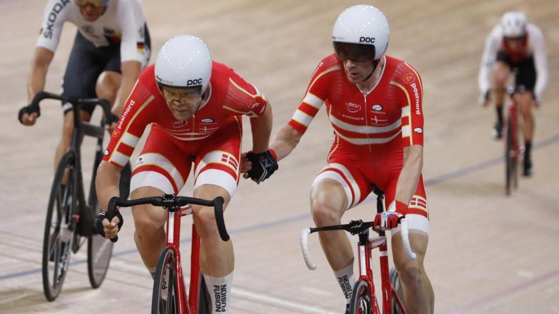Lasse Norman Hansen (tv.) og Michael Mørkøv (th.) er blandt favoritterne til at vinde guld i parløb ved OL i Tokyo. Men de kan ikke nødvendigvis regne med at være vaccineret mod coronavirus inden. Foto: Kacper Pempel/Reuters