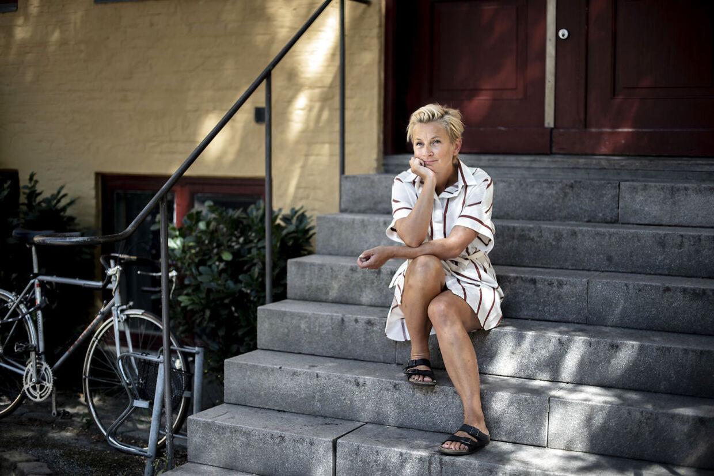 Portræt af Ane Cortzen. Hun er tidligere designchef og chef i DR samt vært for TV-programmet TV TV TV.