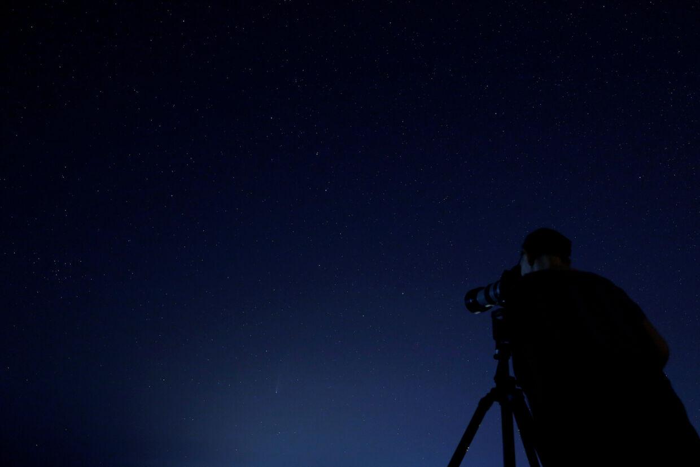 Torsdag aften efter klokken 22 kan det godt betale sig at gå ud i mørket og læne hovedet tilbage, for det er muligt at se meteorsværmen Lyriderne, som kan udløse op mod 20 stjerneskud i timen. (Arkivfoto) Darrin Zammit Lupi/Reuters