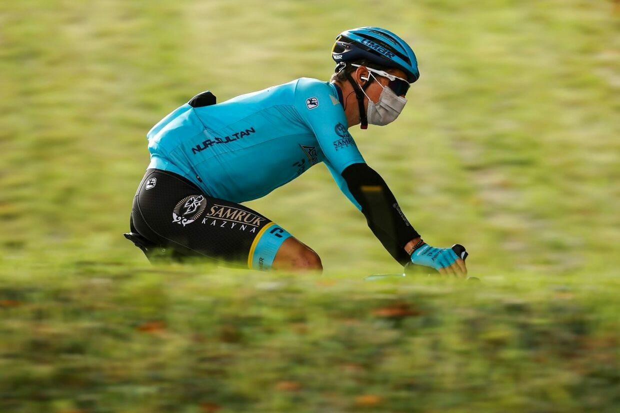 Team Astana rider Denmark's Jakob Diemer Fuglsang rides ahead of the 17th stage of the Giro d'Italia 2020 cycling race, a 203-kilometer route between Bassano del Grappa - Madonna di Campiglio, on October 21, 2020. (Photo by Luca Bettini / AFP)