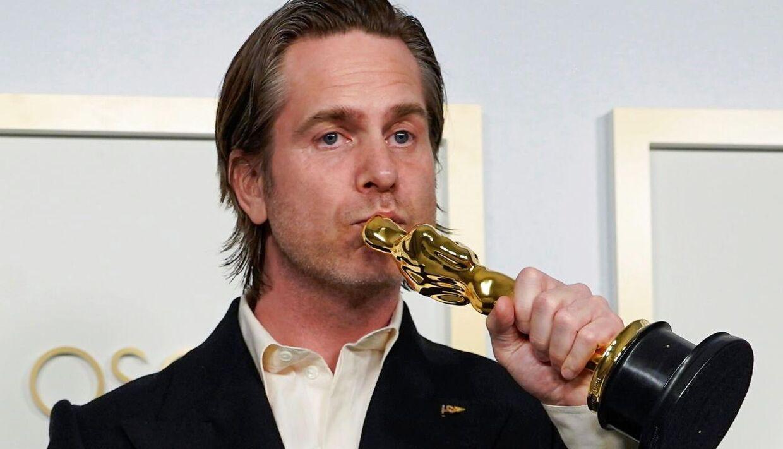 Mikkel E. G. Nielsen med sin Oscar-statuette.