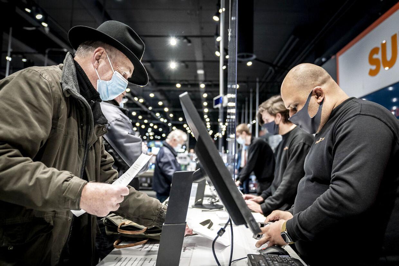 Prisen for de elektronikforsikringer man kan tilkøbe hos elektronikforhandlerne er markant dyrere, end dem forsikringsselskaberne udbyder. Foto: Mads Claus Rasmussen/Ritzau Scanpix