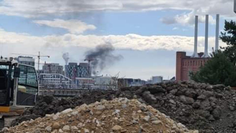 Selvom røgen er kraftig, så er der ifølge Københavns Brandvæsen ikke grund til at frygte den. Foto: Presse-fotos.dk