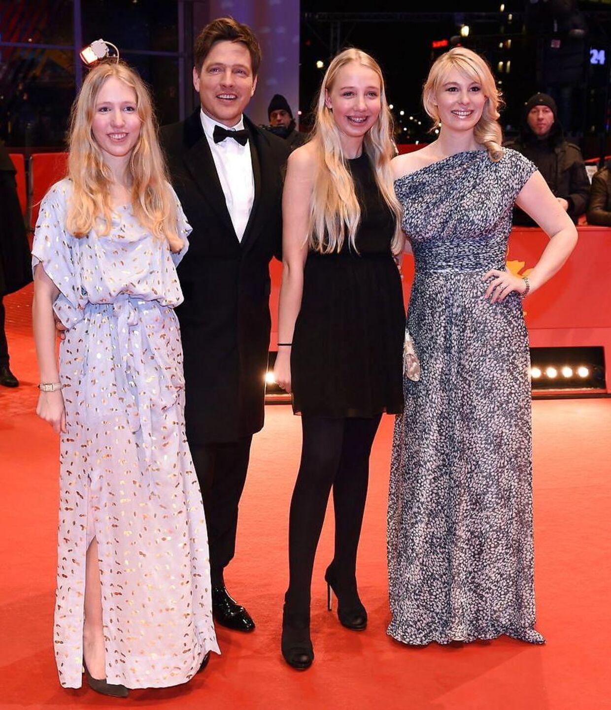 Thomas Vinterberg med sin hustru, Helene Reingaard Neumann, og to døtre fra sit tidligere forhold, Nana og Ida, ved Berlin International Film Festival i 2016.